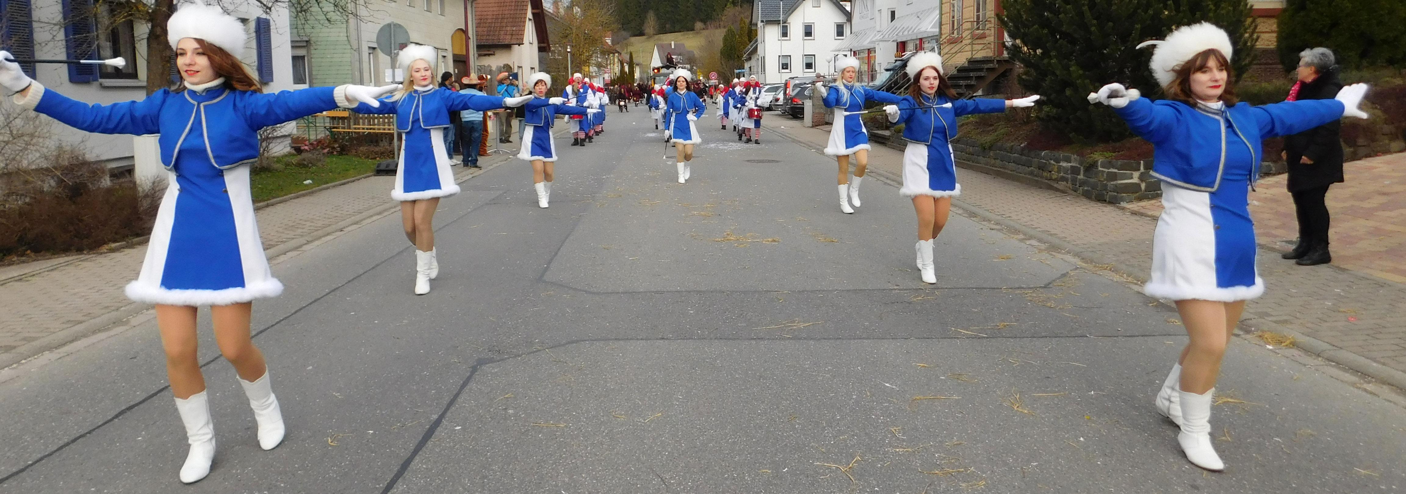 Schnappschuss von den Majoretten während dem Umzug in Niedereschach 2018